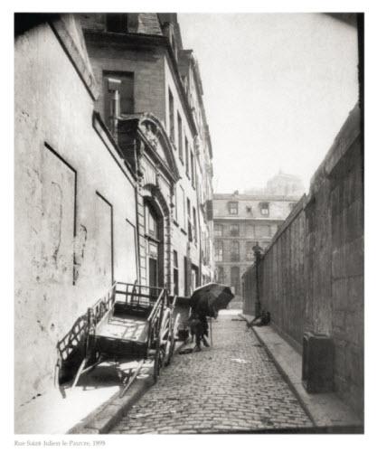 Atget, 1898 사진이 막 등장할 당시에는 필름은 감도가 좋지않아 이미지가 맺히려면 오랜시간 필름면을 빛에 노출시켜야 됐기도 하고 입자가 오늘날의 사진보다 굵습니다.